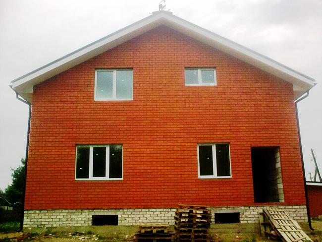 Новые окна в частном кирпичном доме